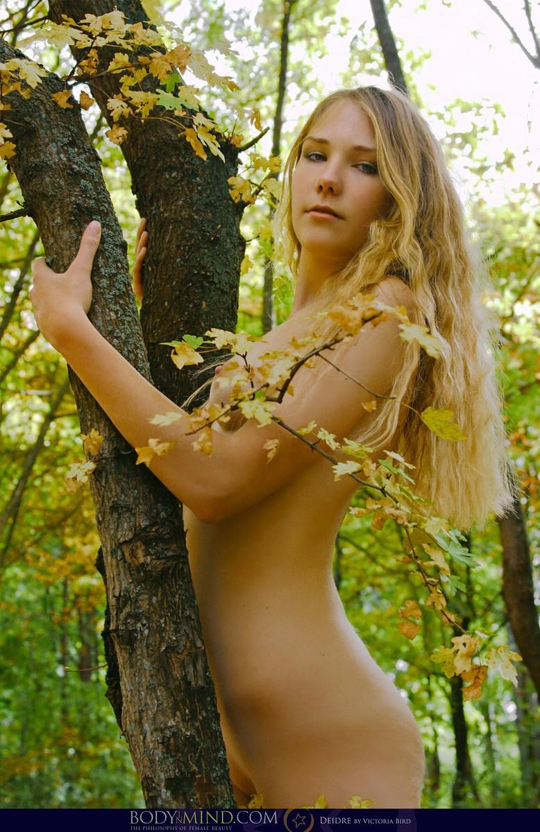 Girls nude autumn woods