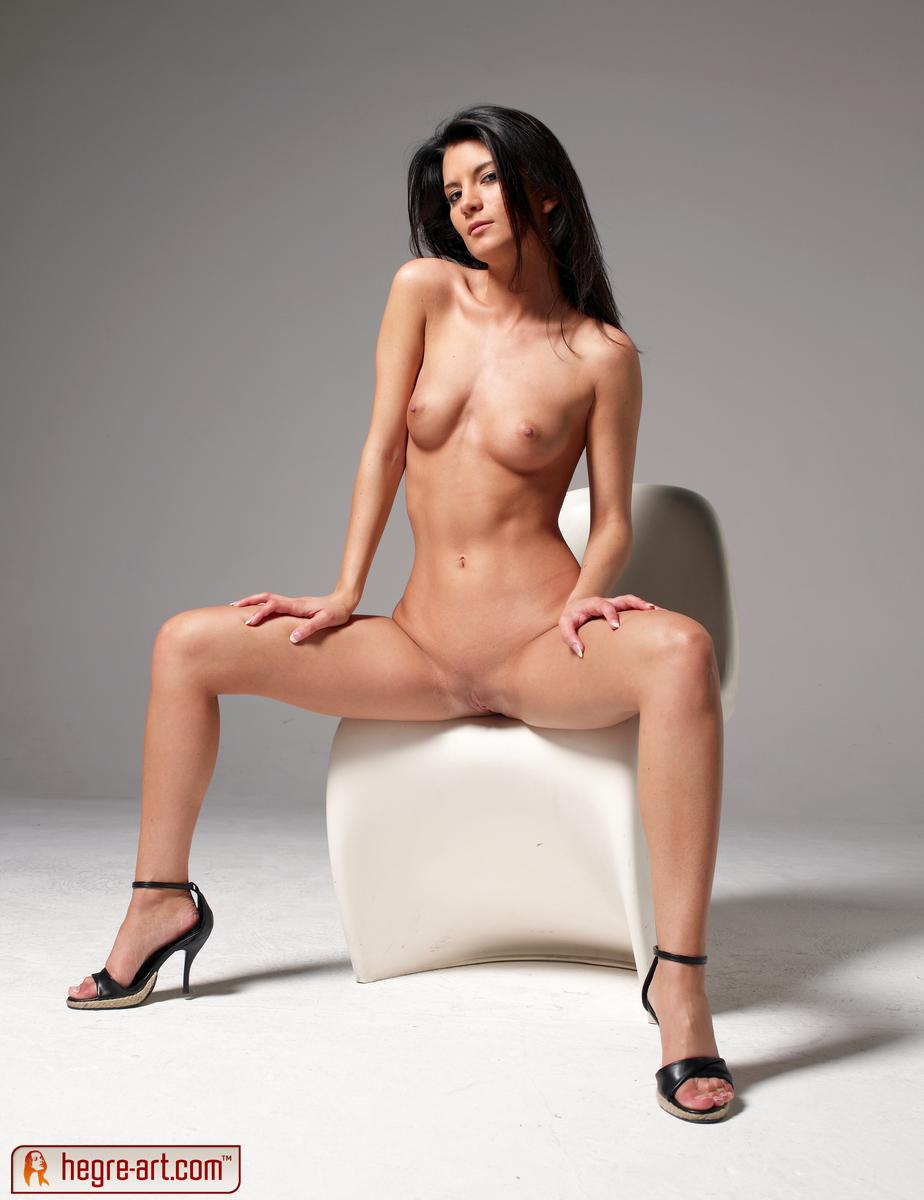 Amandine Naked amandine - no inhibitions from hegre art - nudespuri