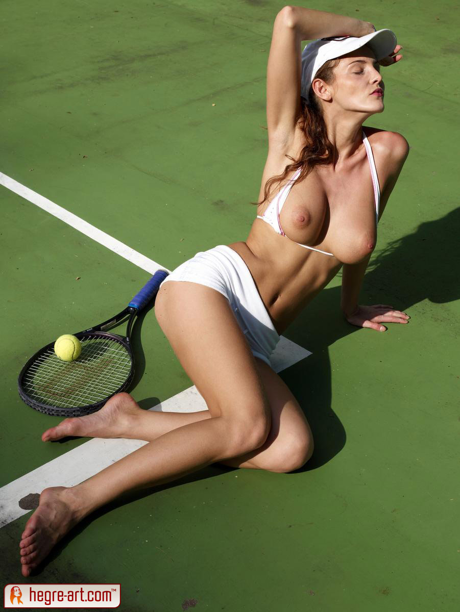 Nude babes of tennis — img 1