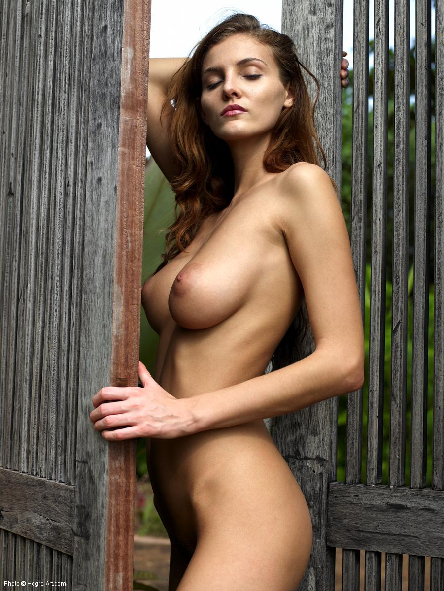 Are Actress linda kelsey posing nude sorry, that