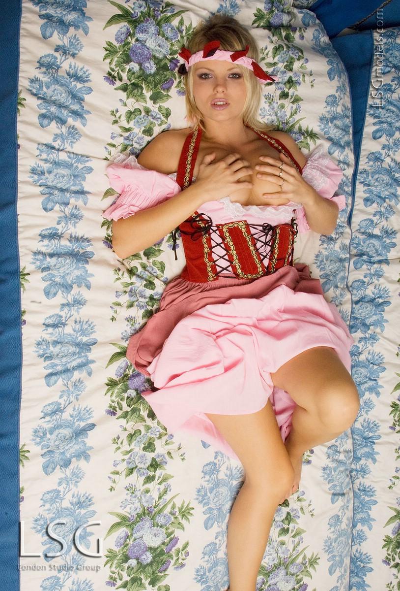 порно девушек в национальных костюмах фото