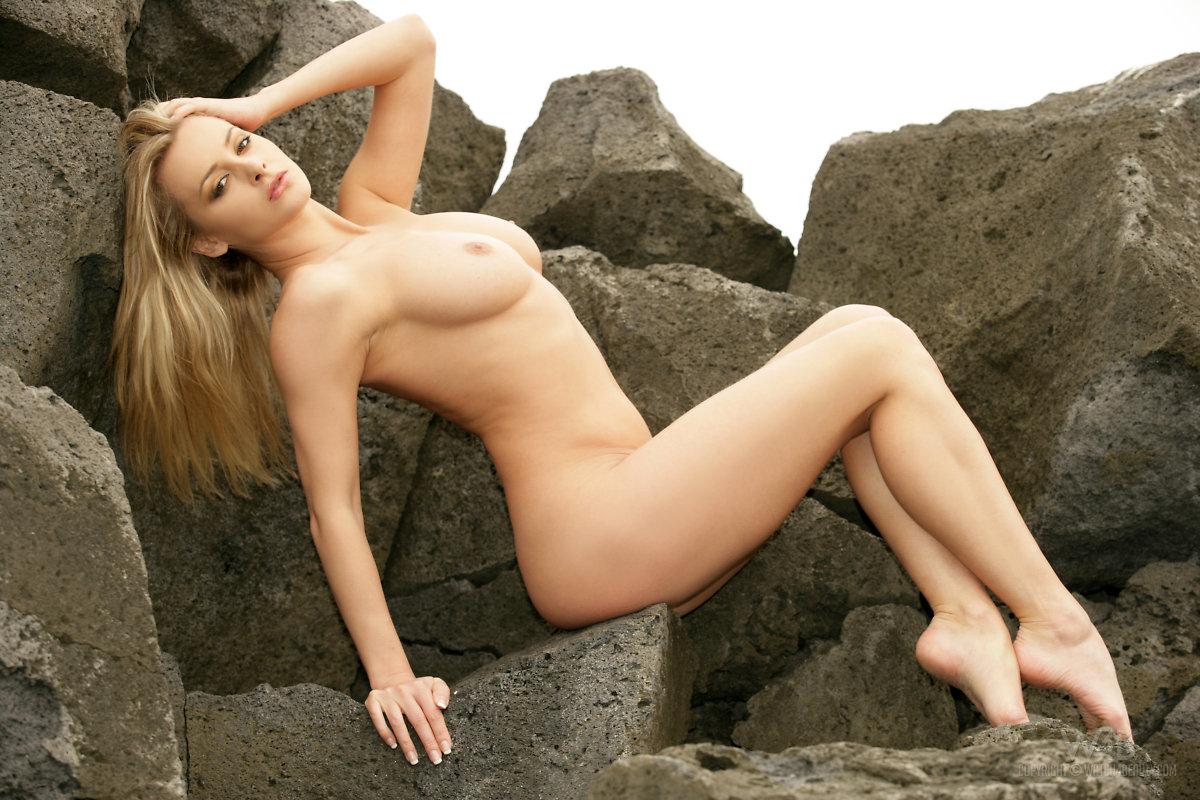 Naked girl big tit