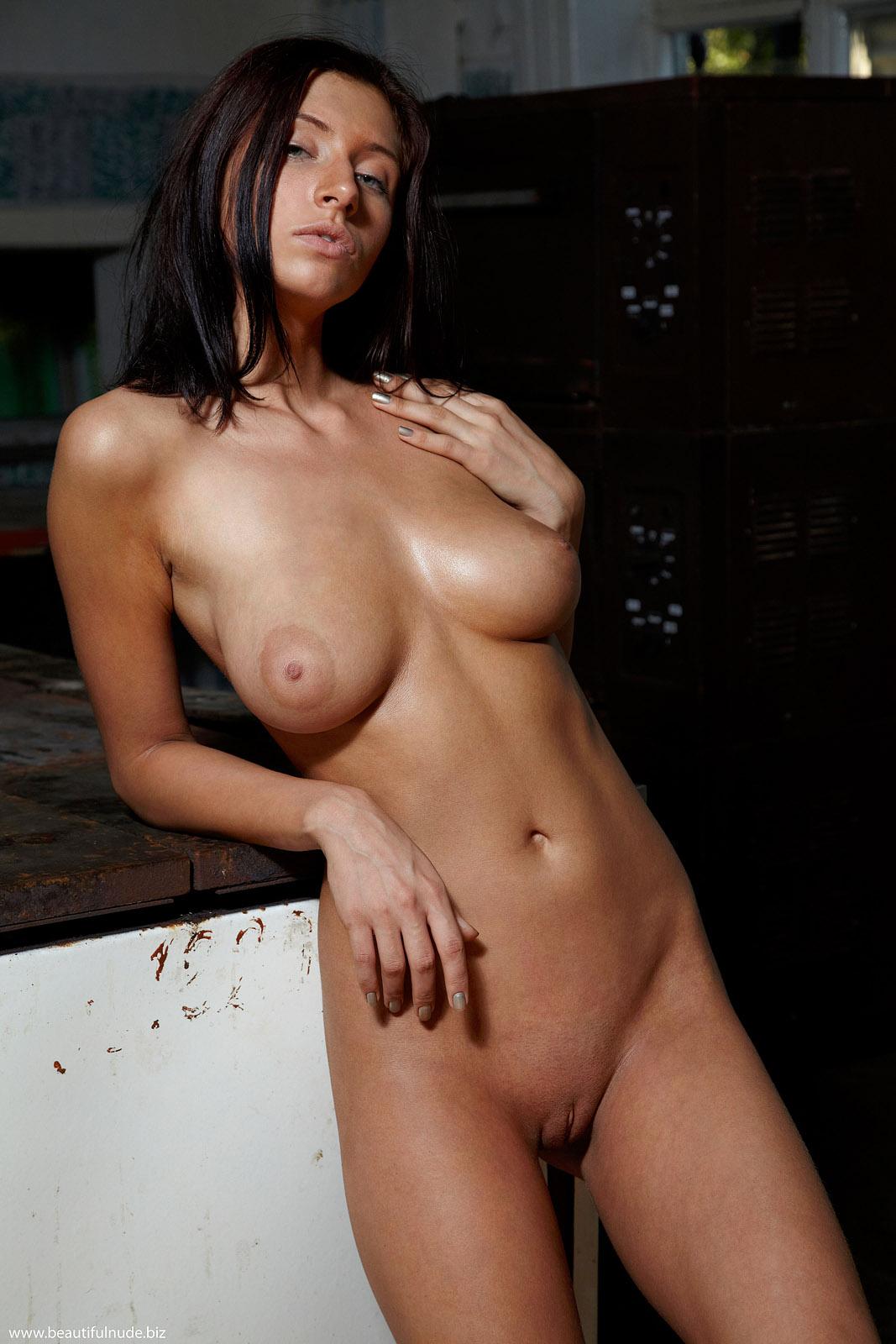 Nude Gals Videos