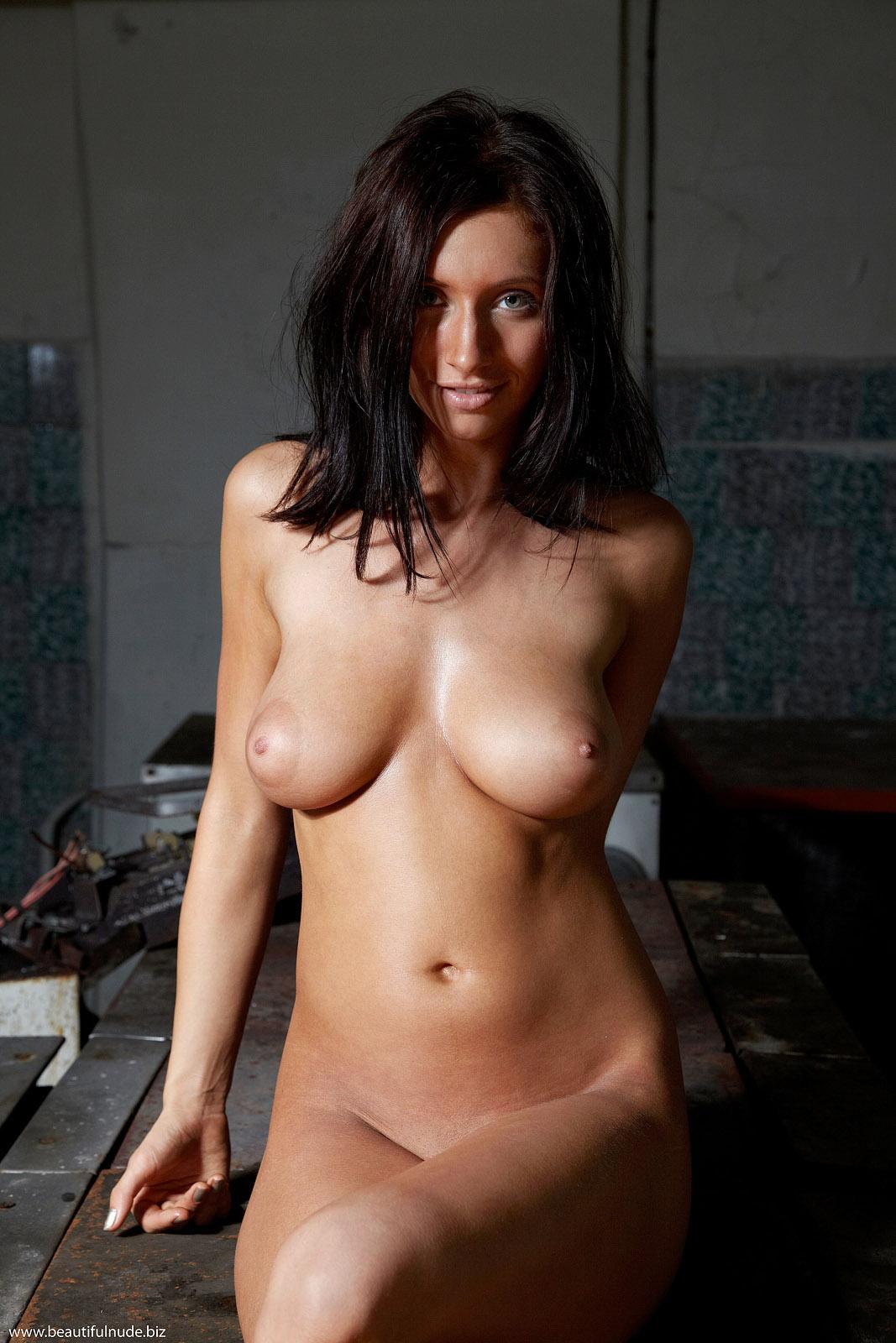 Nadia Nude - NudesPuri.com