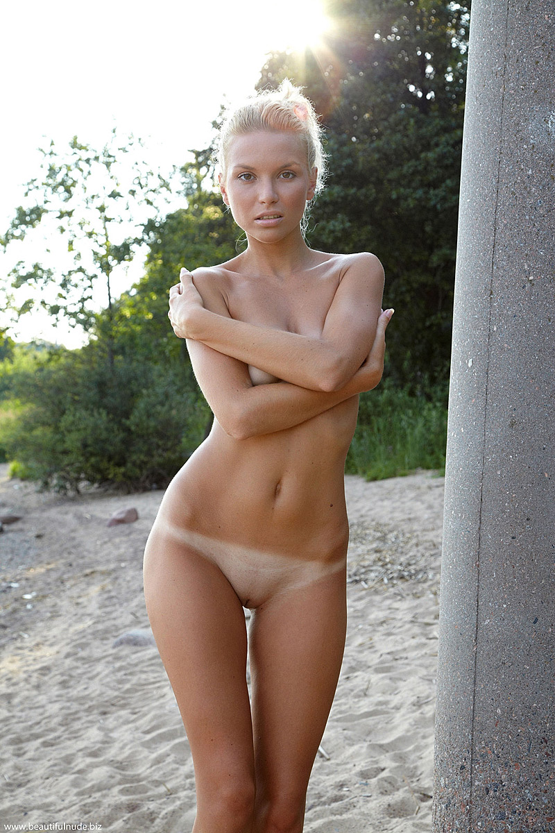 beautiful nude skinny women