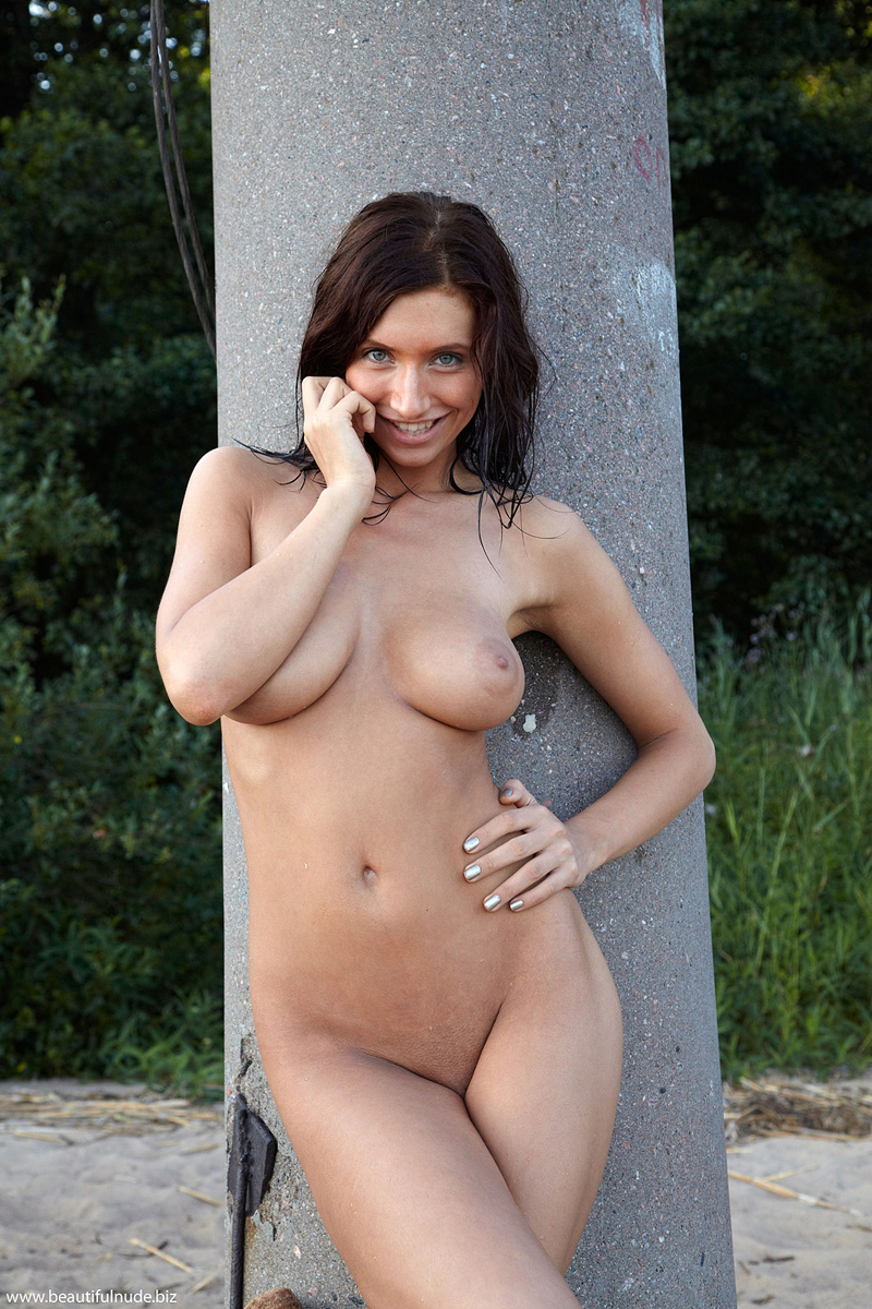 Busty nude natural girls