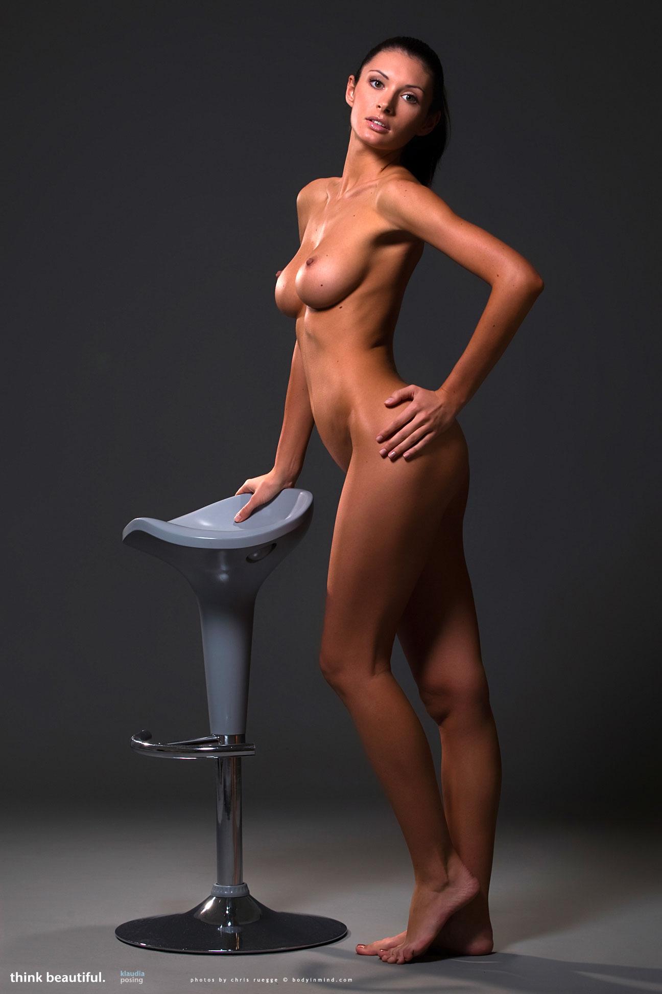 Klaudia Posing - NudesPuri.com