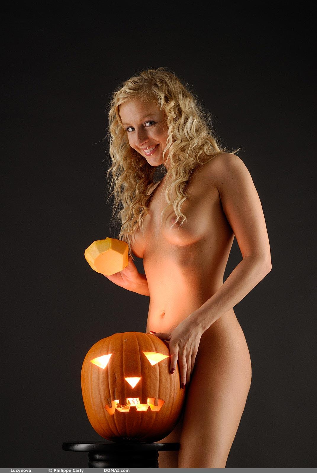 Lucynova Halloween - Nudespuricom-6888