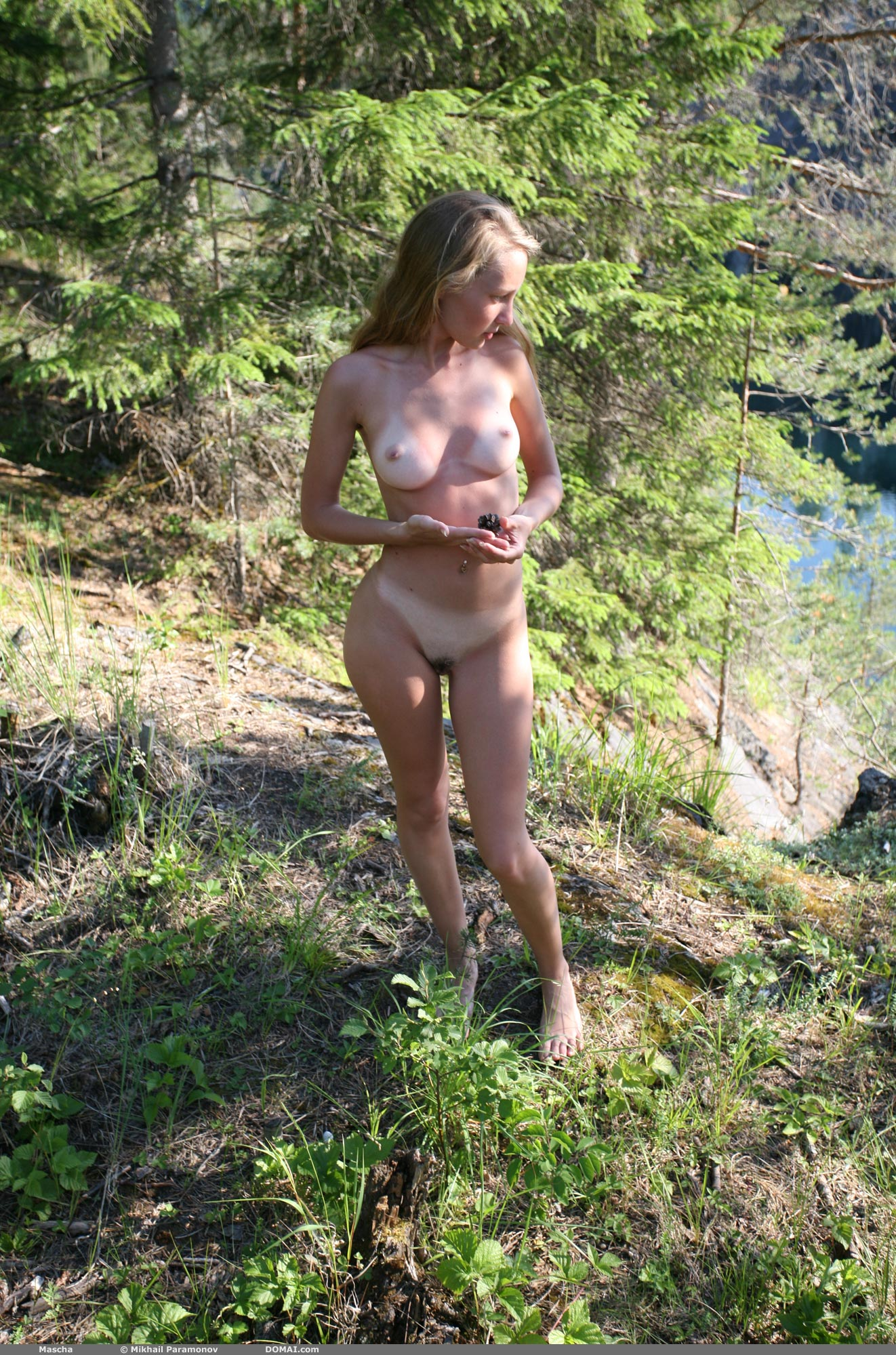 Mascha Stripping - NudesPuri.com