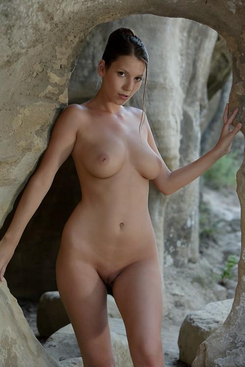 Angela Rock Window - Nudespuricom-3357