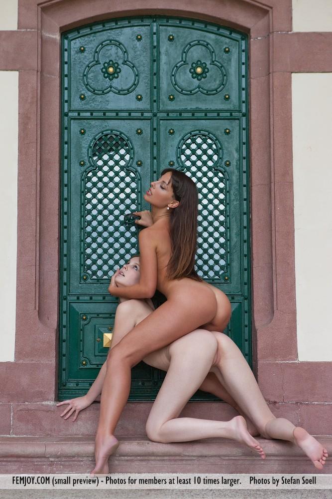 Belinda nude art met