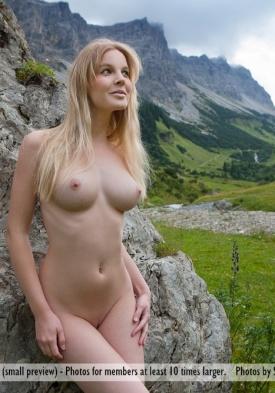 Flat girl nude self pic