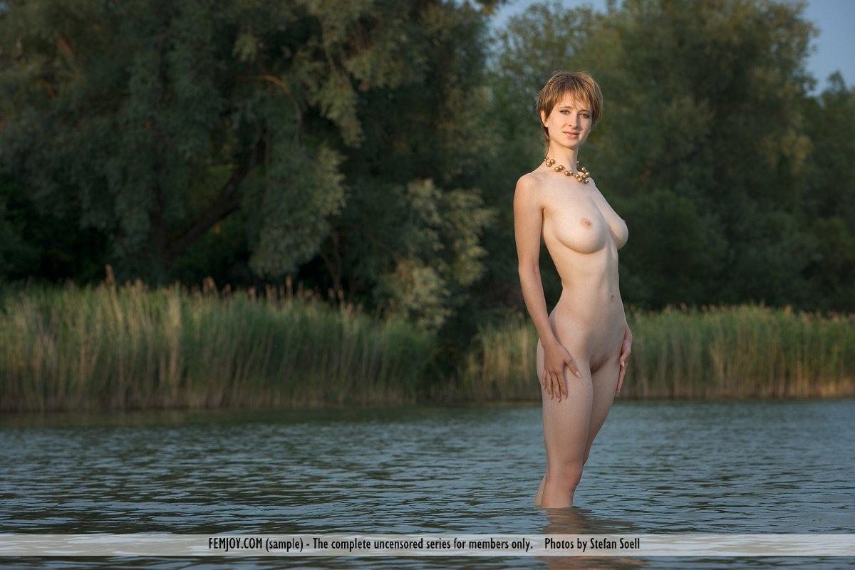 Natural Beauty Silke Wading Nude - NudesPuri.com