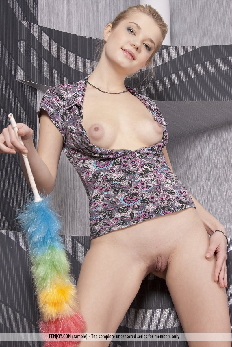 Anastasiya Chambermaid - NudesPuri.com