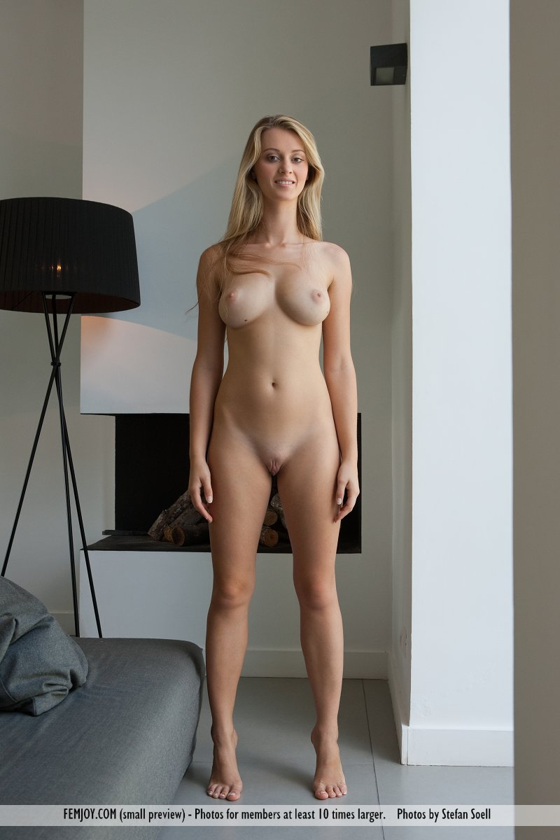 carisha naked Carisha Nude on the Bed ...