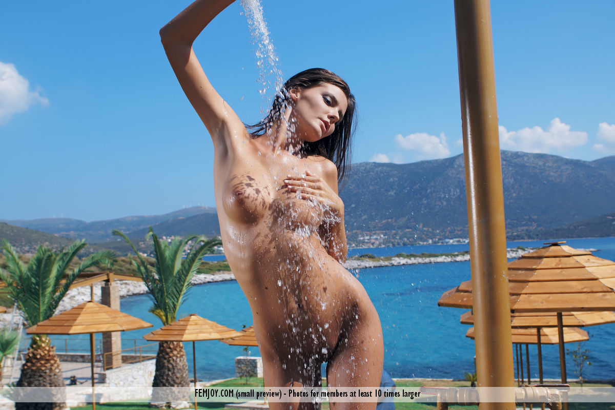 Free Nude Shower Pics 114