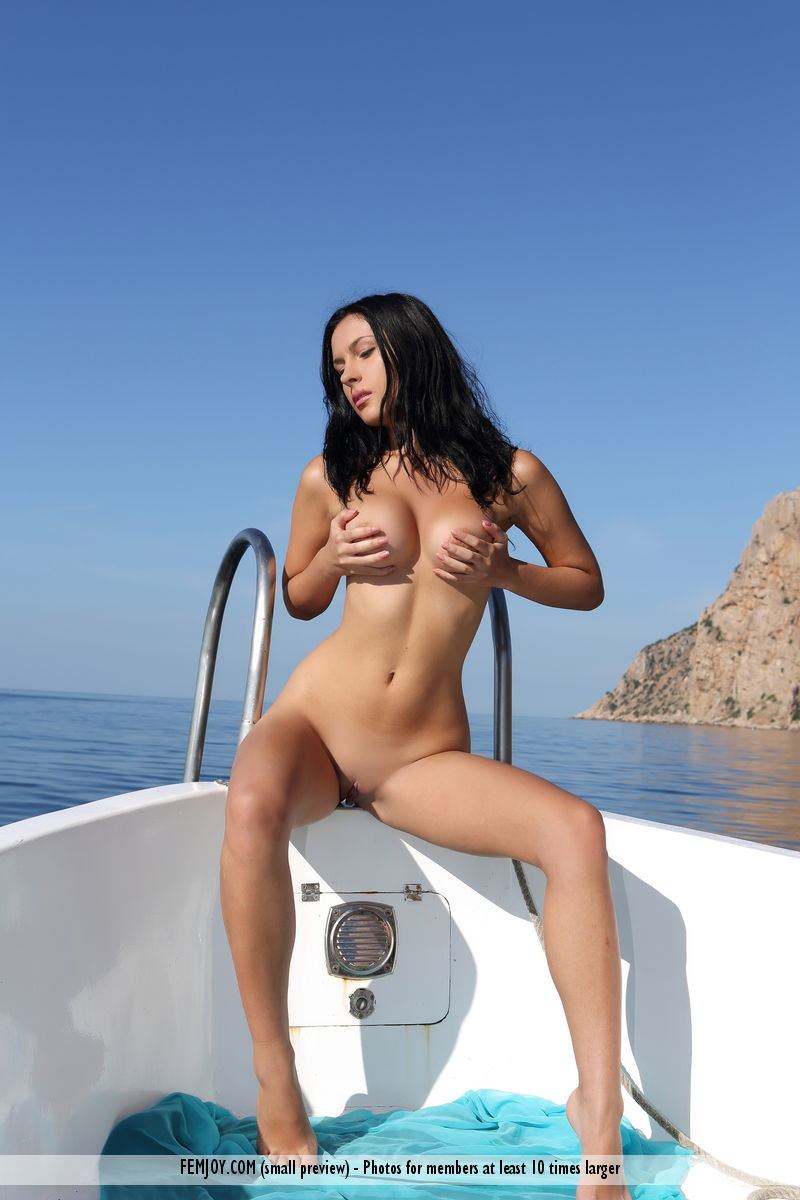 naked-babe-in-boat-maureen-ohara-nude-pictures