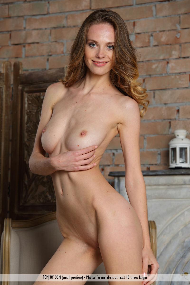 Lena Nude In A Chair - Nudespuricom-9204