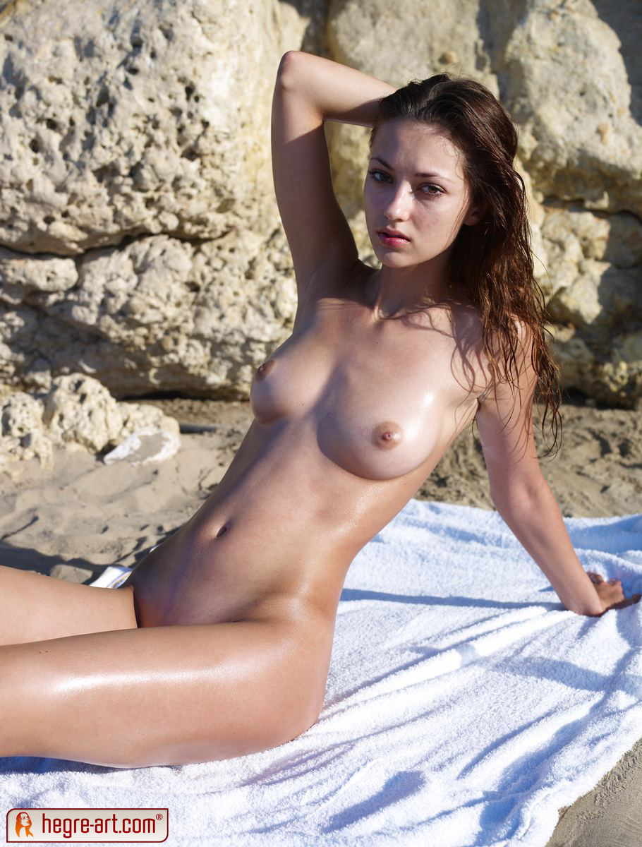 anna s nude in sitges - nudespuri