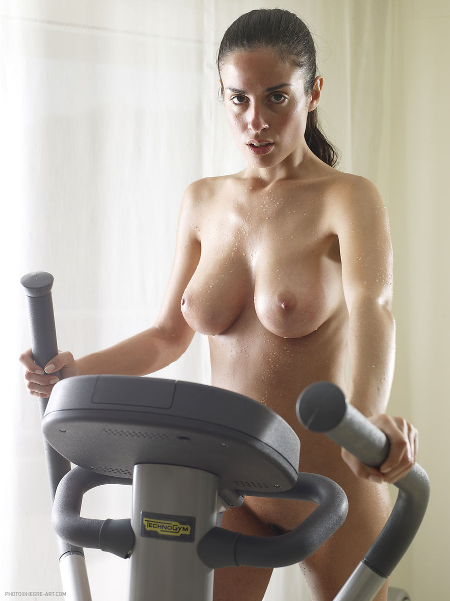 nude-girl-trainer-young-big-ass