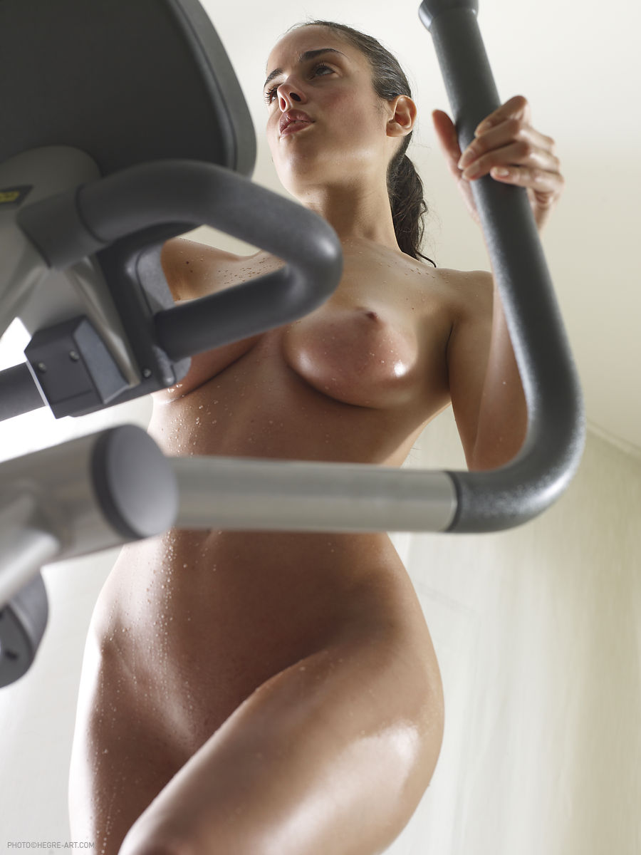 Wife runs on treadmill nude