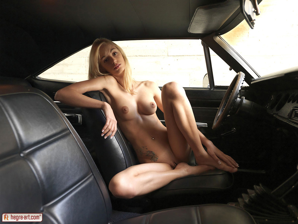 naked females and muscle cars