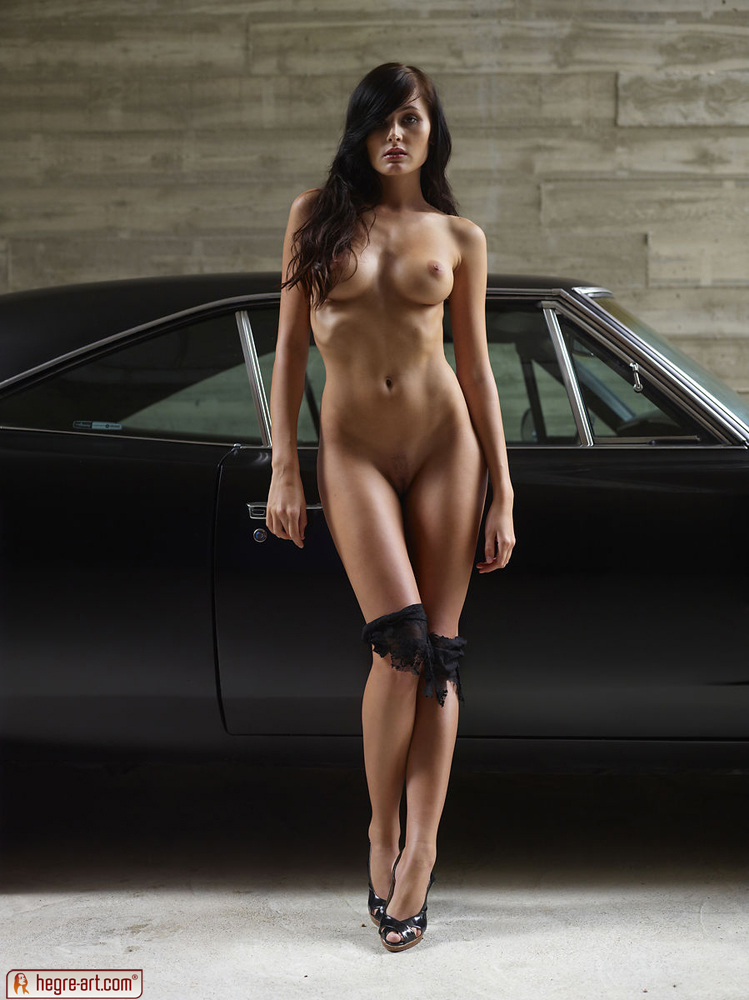 Nude muscle car babe