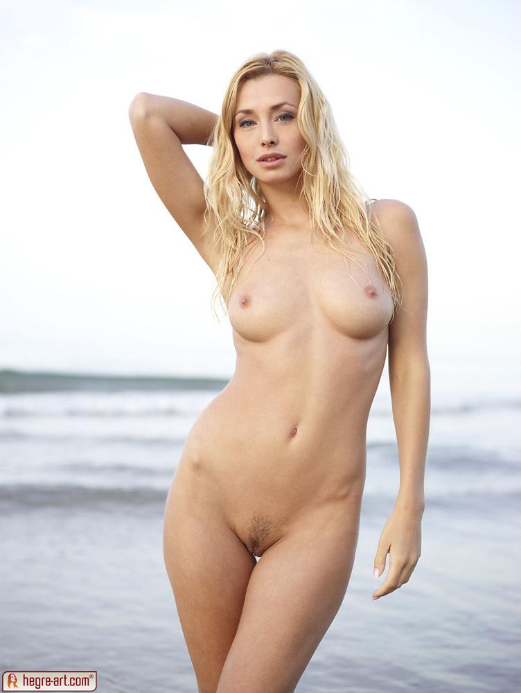 Coxy Nude On The Shore - Nudespuricom-6500