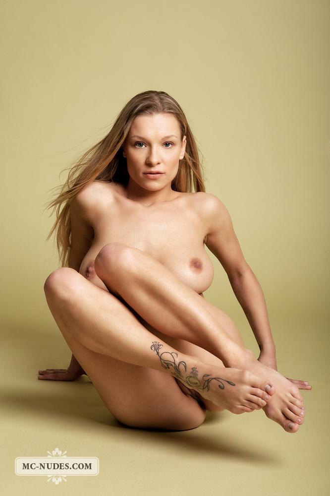 Daisy Nude - NudesPuri.com
