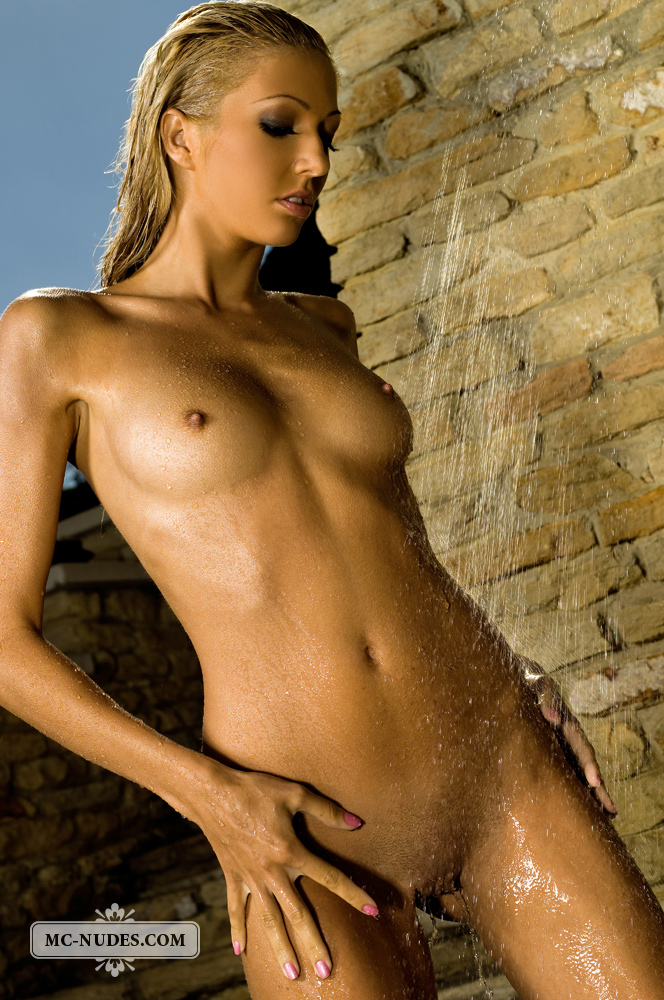 nude outdoor shower photos