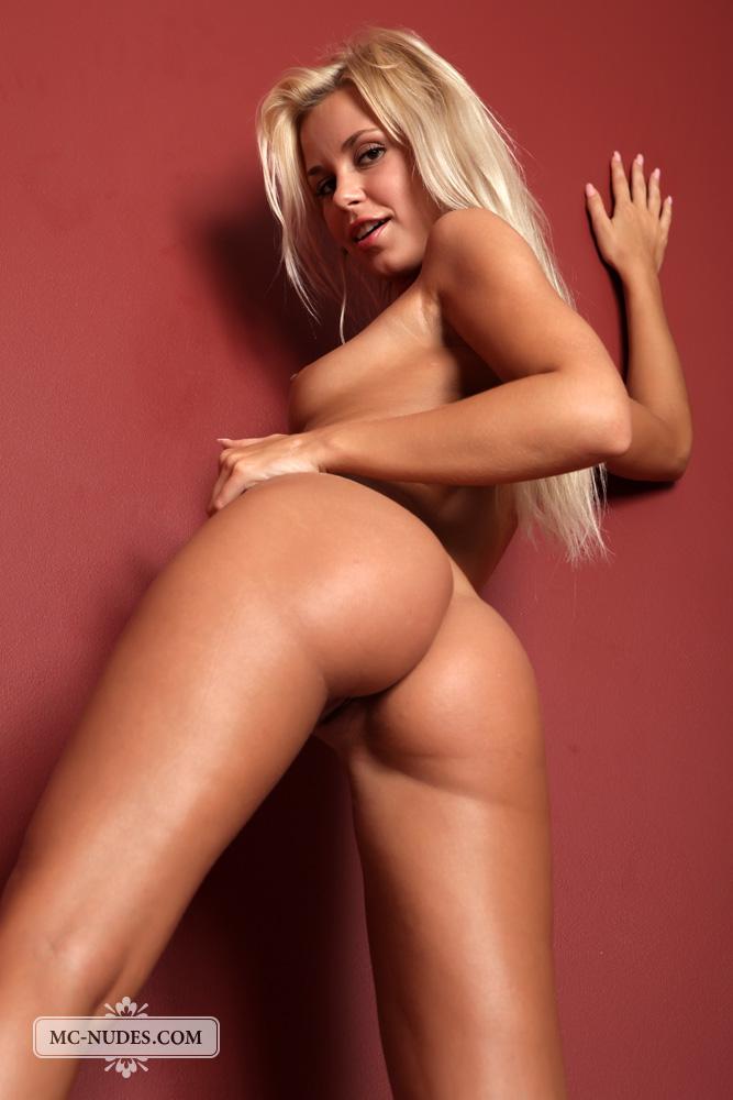 Beautiful Blonde Lolla Nude - NudesPuri.com