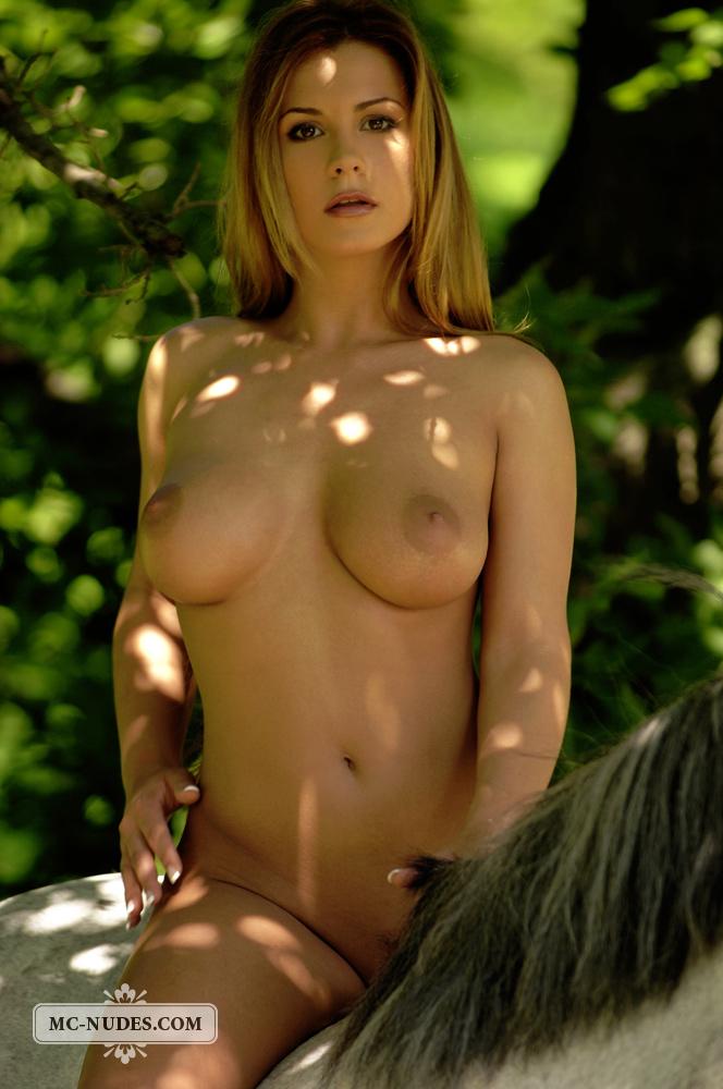 Dora Nude with a Horst - NudesPuri.com