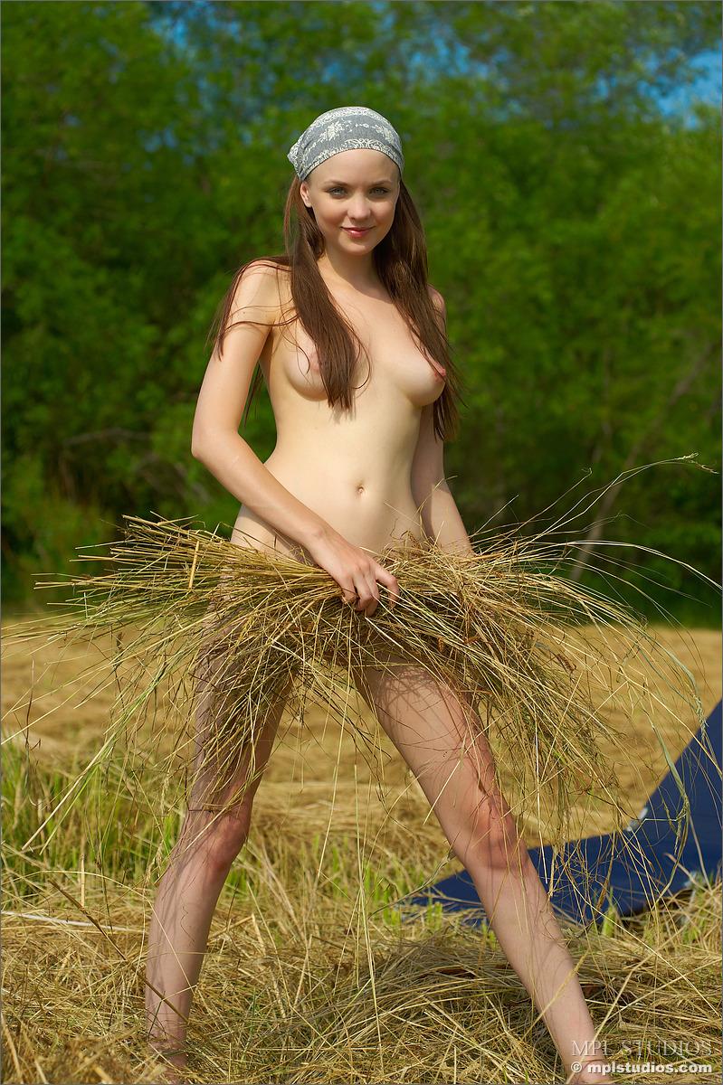 naked butt farm babes