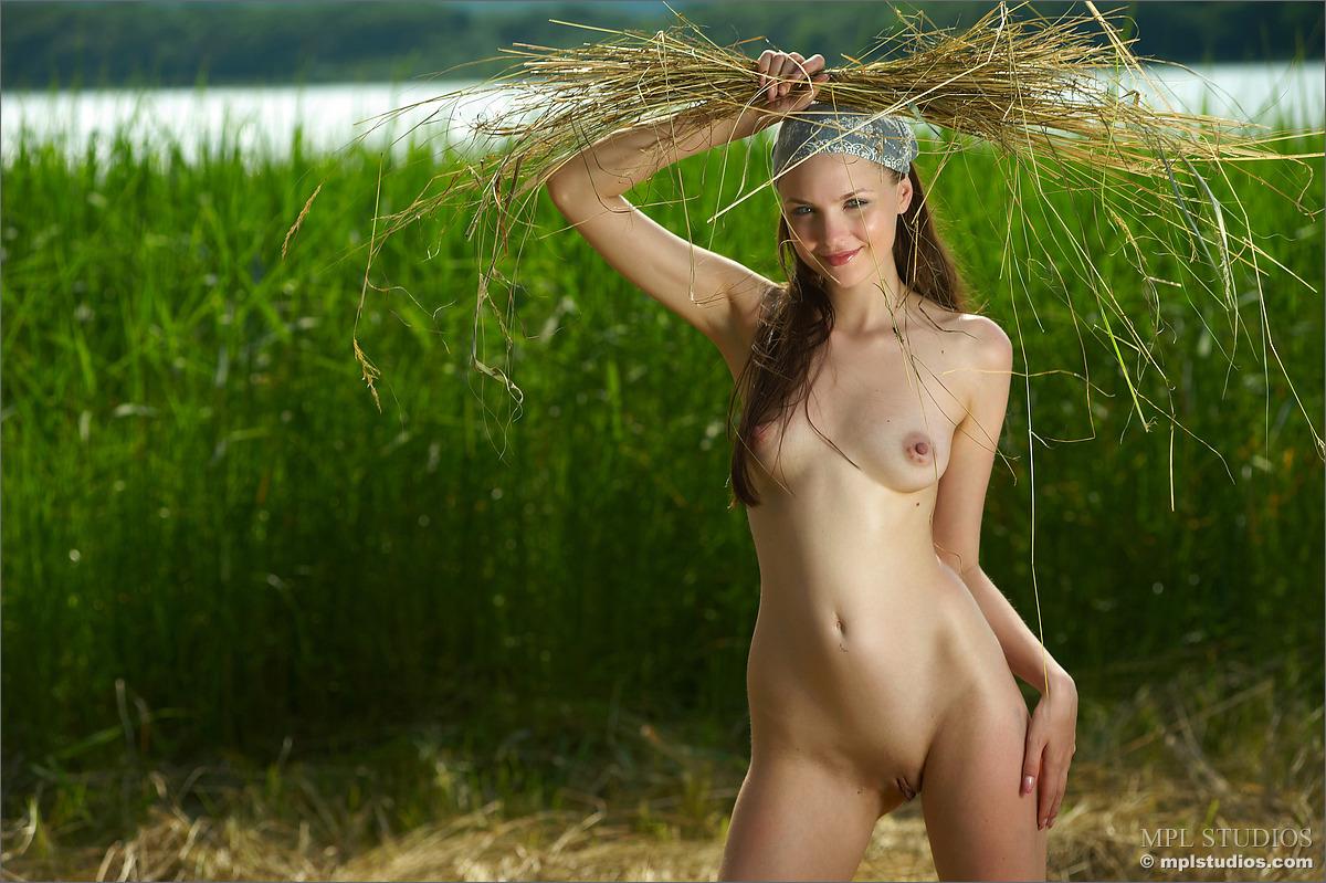 Farm Girl Amelie - NudesPuri.com