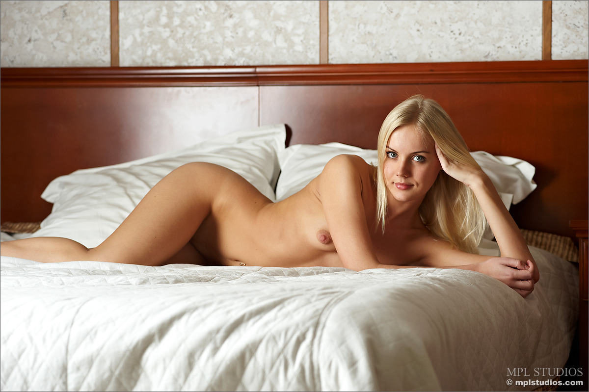 Sarah on the Bed - NudesPuri.com