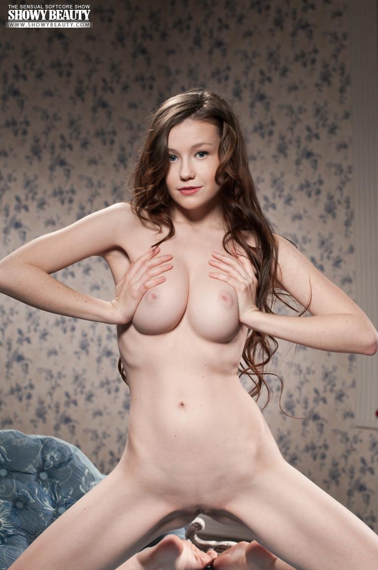 beautiful brunette gets nude - nudespuri