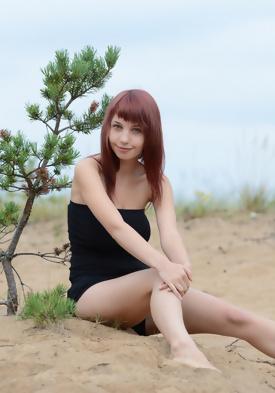 Busty redhead gal lucyohara deepthroats dildo 2