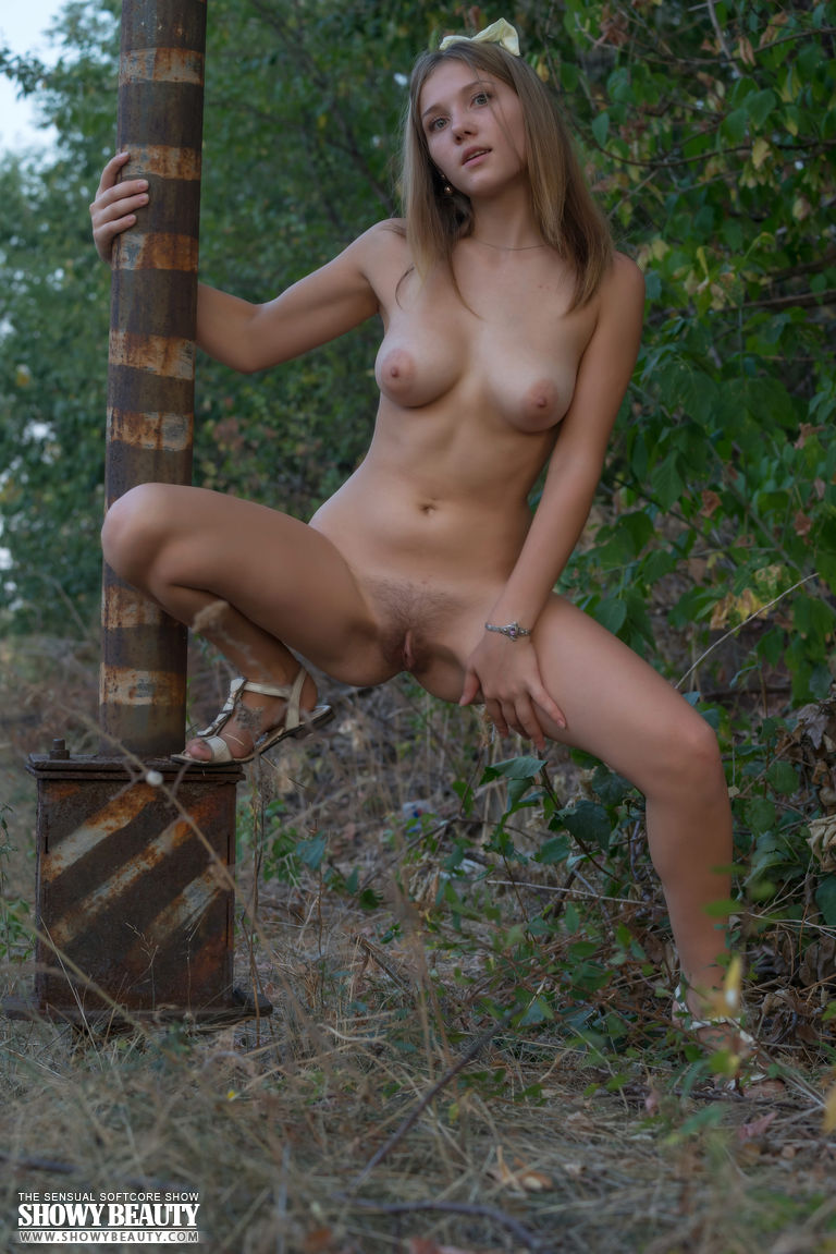 nude hottie in nature