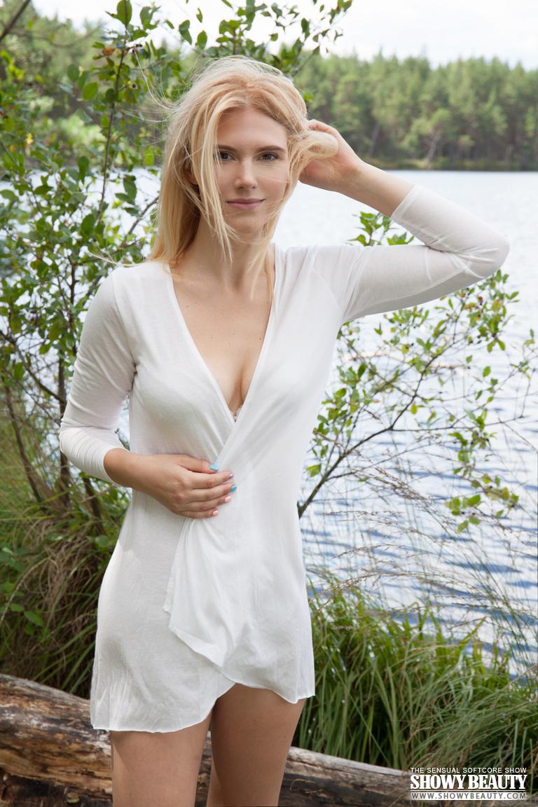 cute blonde toplessthe lake - nudespuri