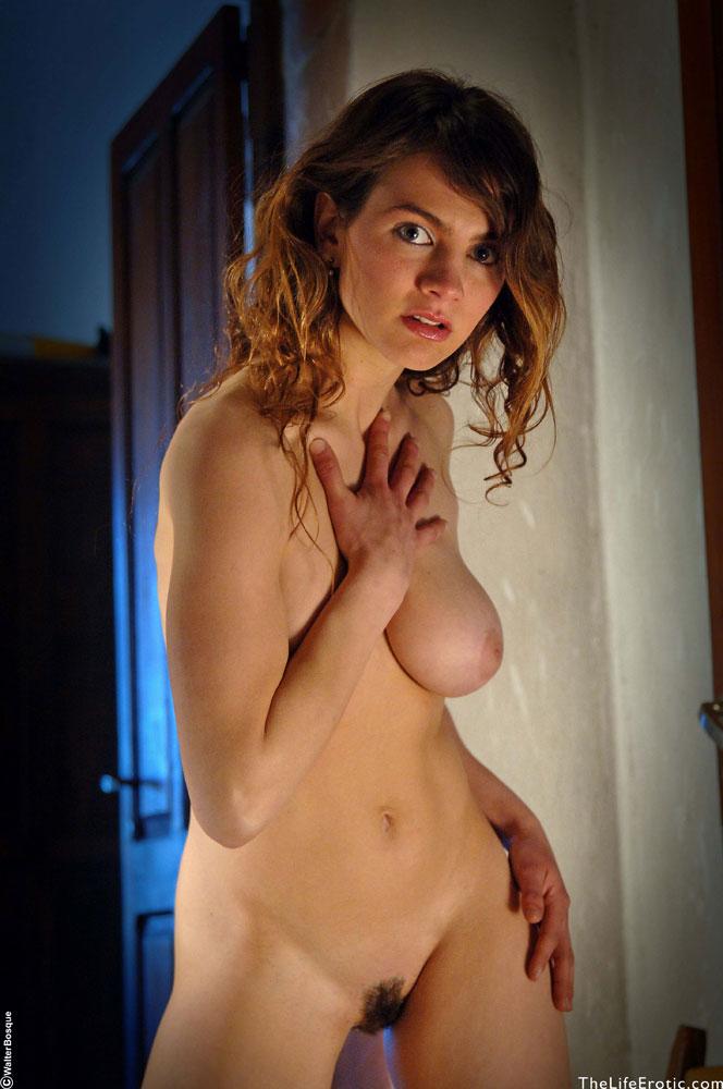 Esmeralda Longing - NudesPuri.com
