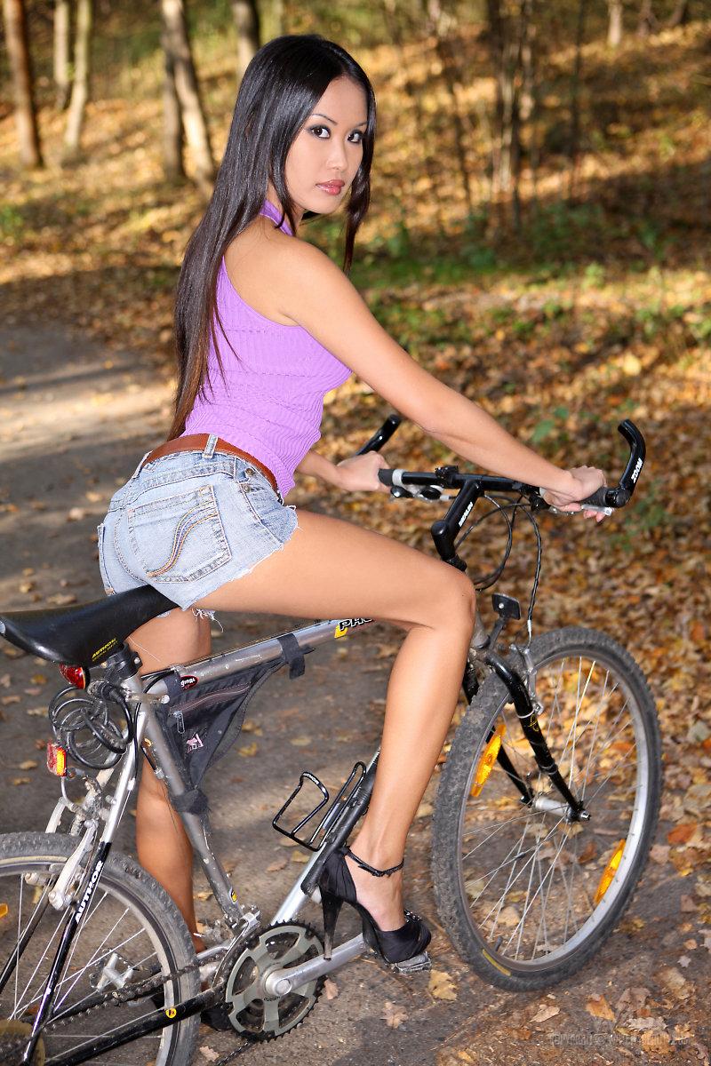 Davon Kim on a Bike Ride - NudesPuri.com