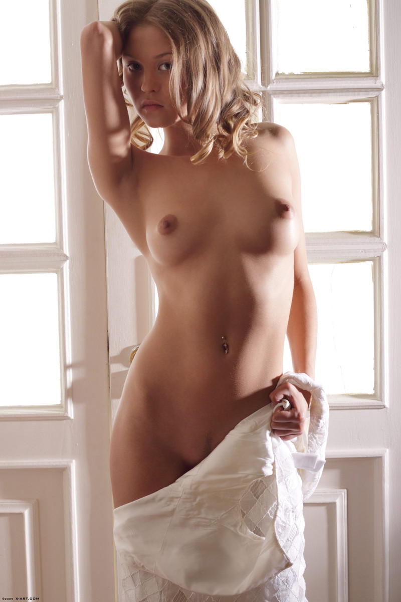 sexy twin babes nude
