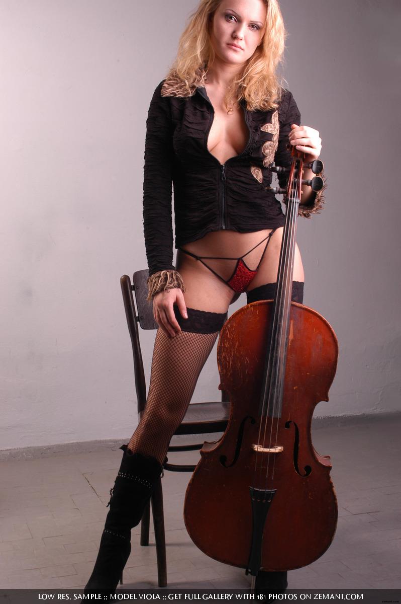 Nude bass player girl