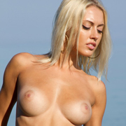 paola_nude_in_the_water-10