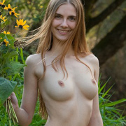 mitzie_nude_in_nature-8