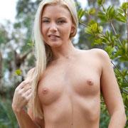 jana_posing_nude_outside-9