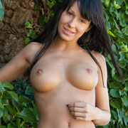 jayla_nude_by_an_ivy_wall-5