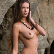simona_nude_by_the_sea-6