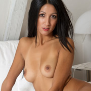 keila_nude_on_the_bed-7